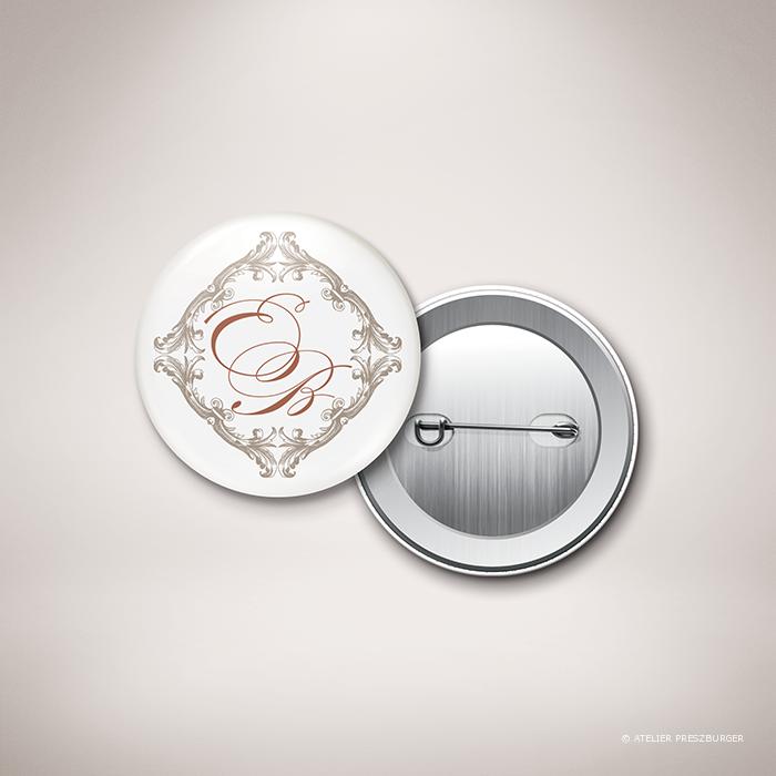 Mansart – Badge de mariage classique baroque par Julien Preszburger – Photo non contractuelle