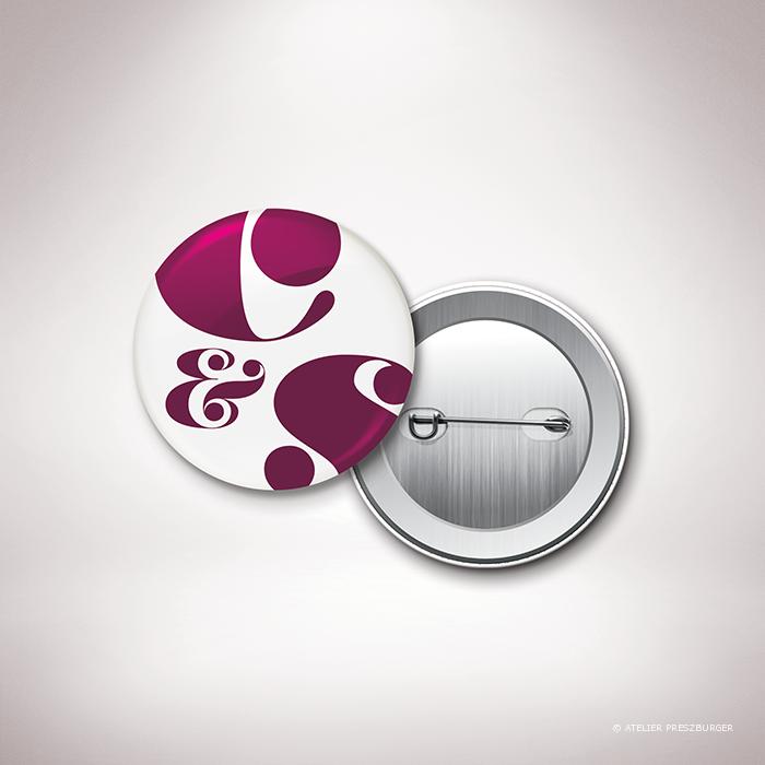 Delort – Badge de mariage de mariage contemporain de style typographique par Julien Preszburger – Photo non contractuelle