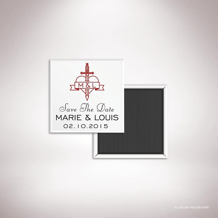 Aumale – Magnet « save the date » de mariage dans un style contemporain sur le thème de l'amour passionné, illustré d'un cœur transpercé d'une dague par Julien Preszburger – Photo non contractuelle