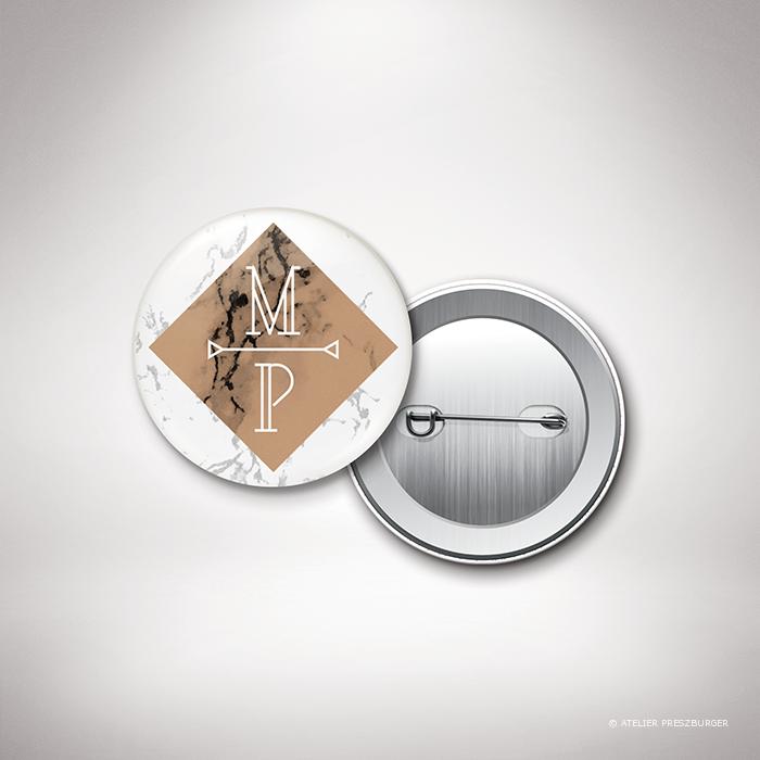 Lebrun – Badge de mariage contemporain de style géométrique sur le thème du marbre par Julien Preszburger – Photo non contractuelle