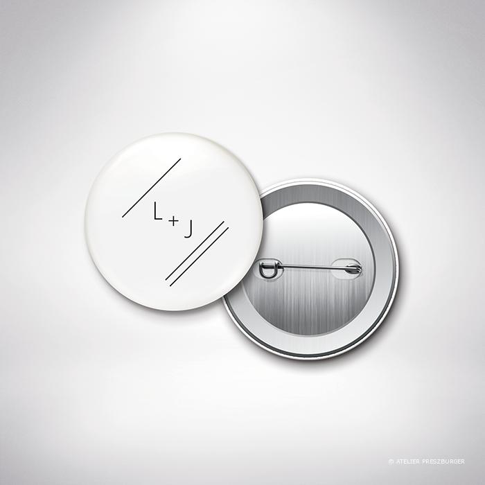 Dumont – Badge de mariage de mariage contemporain de style typographique par Julien Preszburger – Photo non contractuelle