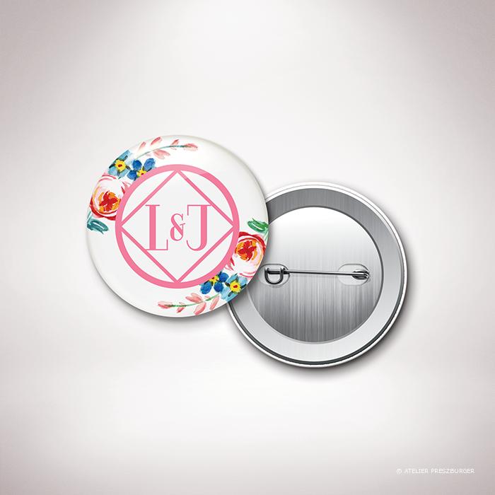 Develly – Badge de mariage sur le thème des fleurs, inspiré de la porcelaine française et illustré à l'aquarelle par Julien Preszburger – Photo non contractuelle