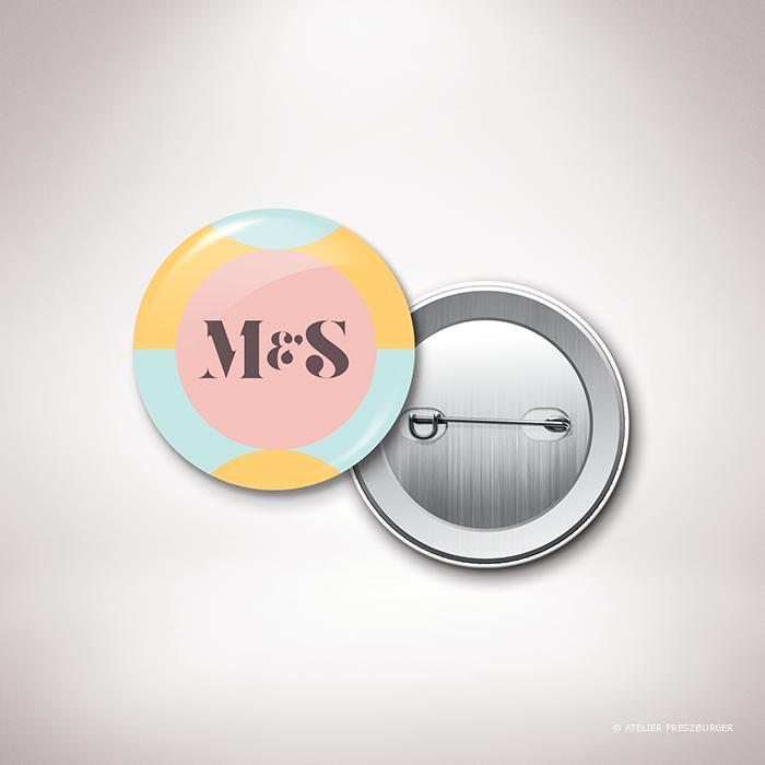 Wendel – Badge de mariage contemporain de style rétro, décoré d'un motif à pois par Julien Preszburger – Photo non contractuelle