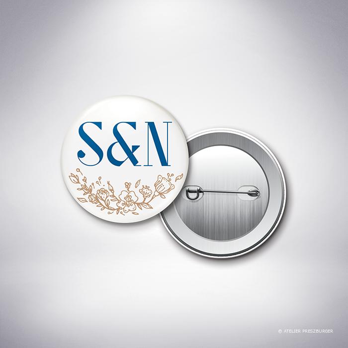 Abzac – Badge de mariage contemporain de style illustratif sur le thème des fleurs sauvages par Julien Preszburger – Photo non contractuelle