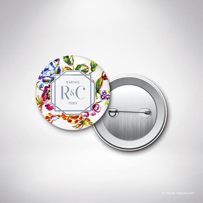 Savignac – Badge de mariage sur le thème des fleurs, inspiré de la porcelaine française et illustré à l'aquarelle par Julien Preszburger – Photo non contractuelle
